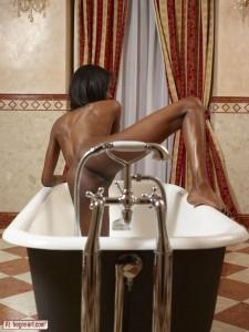 Valerie Bath Tub Booty6