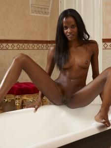 Valerie Bath Tub Booty8