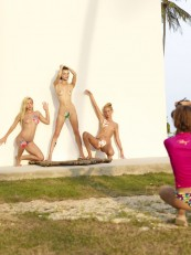 Alya-Shooting-Coxy-Flora-and-Thea-Hegreart-03