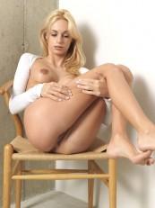 Hegre Beauty Erica F Sexy Sitting 04