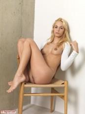 Hegre Beauty Erica F Sexy Sitting 06
